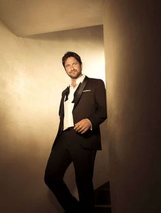 Christmas with Gerard Butler! | Celeb Features | Boss Bottled