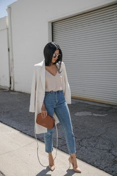 Cream jacket + beigi camisole + high waisted jeans + nude pointed toe pumps