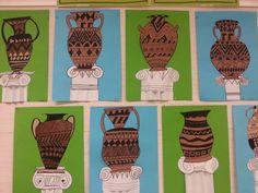 Kreikkalaisia ruukkuja ja antiikin pylväitä