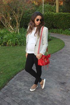 Nanda Pezzi - Look de grávida: Blazer + tee + calça preta - 29 semanas