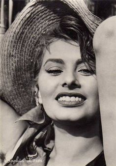 Sofia Loren // vintage fashion // iconic beauty // fashion icon // style idol // iconic women // 1960s // 60s