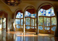 Art Nouveau Architecture Gaudi | Antonin Gaudi vs. Frank Lloyd Wright/Art Nouveau vs. Modernism