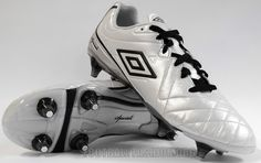 Umbro Speciali 4 Soccer Boots