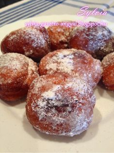Sylvia Gasztro Angyal: Joghurtos fánk Yams, Doughnut, Muffin, Food And Drink, Yummy Food, Sweets, Snacks, Cookies, Baking