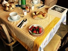 -Strawberries for breakfast -  B&B La Finestra Sul Lago-Ronciglione -Lago di vico