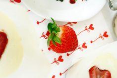 Mini Erdbeer Cheesecakes // Mini Strawberry Cheesecakes © http://babyrockmyday.com/mini-erdbeer-cheesecakes/
