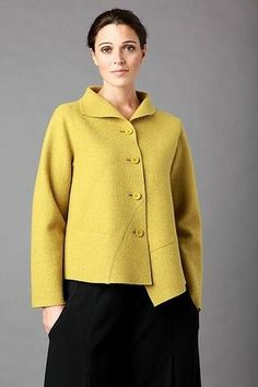 Tutorial on how to modify the Zona Jacket pattern to create asymmetric hem with lapped raw edge seam details. Boiled Wool Jacket, Moda Casual, Jacket Pattern, Mode Style, Fabric Design, Design Design, Sewing Tutorials, Sewing Patterns, Vogue Patterns