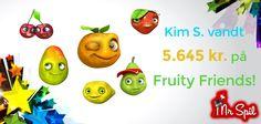 Lige i skabet kan man vidst godt kalde Kims spil på vores Fruity Friends spilleautomat i går. Det resulterede i hver falde i en lækker gevinst på over fem og et halvt tusinde kroner. Du kan selv prøve spilleautomaten hos Mr Spil. Du kan spille helt gratis eller med de 50 kr. i bonus du får, for at oprette en konto. Klik her: http://www.mrspil.dk/spilleautomater