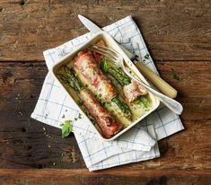 Mit diesem köstlichen und schnell zubereiteten Spargelgratin kommt Abwechslung auf den Tisch. Vegetarier können den Schinken auch einfach weglassen.