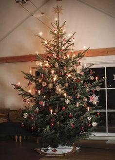 White Christmas Snow, Beautiful Christmas Trees, Winter Christmas, Xmas Trees, Tree Decorations, Christmas Decorations, Holiday Decor, Deck The Halls, Interior Design Living Room