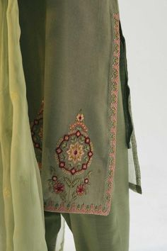 Embroidery Suits Punjabi, Hand Embroidery Dress, Embroidery Suits Design, Embroidered Clothes, Stylish Dress Designs, Designs For Dresses, Stylish Dresses, Suits For Women, Clothes For Women