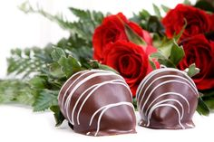 Chocolate-Dipped-Strawberries-and-Roses