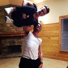 Hahahahahaha!!! Ohhh, so cool!!!! Alan is so strong! xD Haha, look at Joey! xD