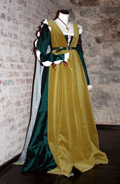 1470-1490 Italian green gamurra with gold giornea overdress. Reproduction.