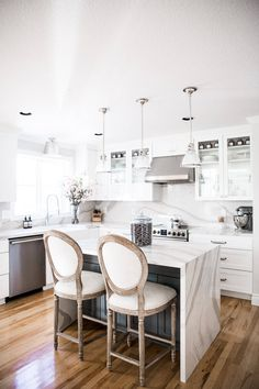 Transitional kitchen featuring a black island with round back French counter stools and mini vintage pendant lights. Kitchen Cabinet Colors, White Kitchen Cabinets, Transitional Kitchen, Transitional Decor, Kitchen Tops, Kitchen Dining, Kitchen Ideas, Dining Room, Kitchen Tables