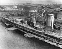 HMS Hood during fit out at Clyde. Sink The Bismarck, Wooden Boat Kits, Wooden Boats, Hms Hood, Ship Breaking, Capital Ship, Big Guns, Navy Ships, Boats