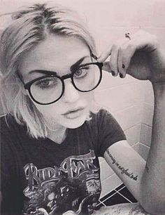 Frances Bean Cobain! She is the perfect combo of her mum and dad, what a stunner!