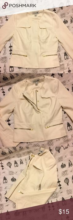 NWOT Military style Cream Jacket Size M ⭐️Cream off White Forever 21 Jacket ⭐️Zip Up w/Button up Closure ⭐️Condition - New With Out Tags never worn ⭐️.brand tagged for exposure ⭐️Tags: Laura's Boutique ,naked wardrobe ,h&m,express ,Brandy Melville ,free people , misguided , nasty gal ,American Apparel , Levi's ,  House ofcb ,poshshopla,hotmiamistyles,white fox boutique , asos, oh Polly ,topshop , missguided , fashion nova , American eagle, holliester , Abercrombie&Fitch,Jcrew, club monico…