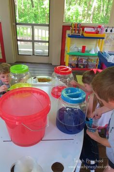 Colored water play by Teach Preschool
