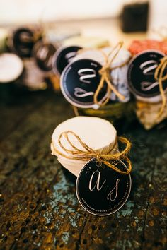 personalized wedding favors - photo by A Brit and A Blonde http://ruffledblog.com/stylish-wedding-in-toronto