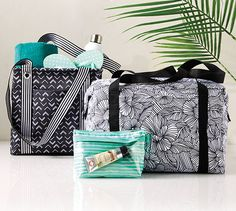 Thirty-One Gifts - Affordable Purses, Totes & Bags Thirty One Party, Thirty One Bags, Thirty One Gifts, Thirty One Business, 31 Gifts, 31 Bags, Bag Organization, Travel Bags, Fashion Dolls