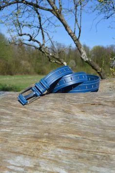 Outdoor Event 12.04.2015 FEDERATE (CRBL0051_BLU01) Der blaue Federate macht es sich besonders schön und bequem und liegt in der Frühlingssonne.