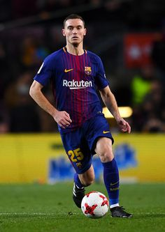 Thomas Vermaelen of FC Barcelona runs with the ball during the Copa del Rey  round of 78ab7269601e0