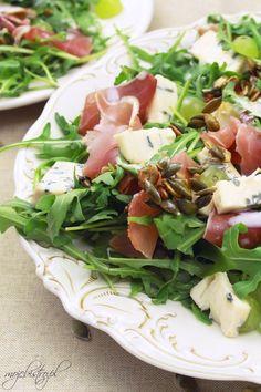 sałatka z szynka parmenska serem