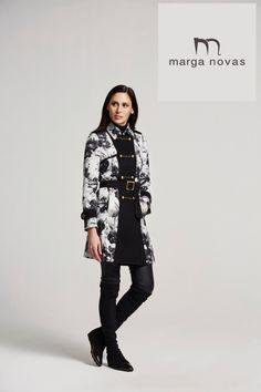 Una parka con abotonadura de estilo militar y en estampado combinado en tonos blanco y negro seguro que será el complemento perfecto para tus looks de esta temporada. ¿A qué esperas para hacerte con ella?