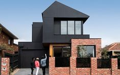 A showcase of inspirational home design exteriors, renovations and architecture projects in Australia using James Hardie Building Material products. House Cladding, Timber Cladding, Facade House, Exterior Wall Cladding, James Hardie, Facade Design, Exterior Design, House Design, Brick Facade