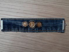 4 cm width for this bracelet in jeans, dressed with three buttons. For those who like forms these jeans! adjustable from to cm Handmade fashion jewelry Model unique Jean Crafts, Denim Crafts, Scarf Jewelry, Fabric Jewelry, Denim Bracelet, Cuff Bracelets, Denim Purse, Love Jeans, Denim Fashion