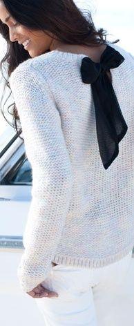 black bow & pale heather knit