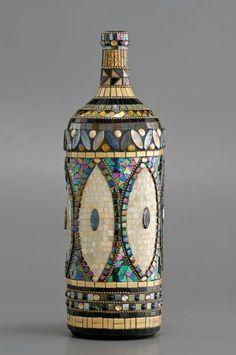 Mosaic Bottles, Mosaic Vase, Wine Bottle Art, Glass Bottle Crafts, Wine Bottles, Recycled Glass Bottles, Mosaic Crafts, Mosaic Projects, Mosaic Designs