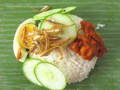 Nowadays it is hard to find a good and simple nasi lemak (coconut rice with sambal chili) that wrapped with banana leaf, brown paper with . Asian Cake, Blueberry Compote, Savory Pancakes, Steamed Cake, Nasi Lemak, Fried Chicken Wings, Asian Recipes, Ethnic Recipes, Traditional Cakes