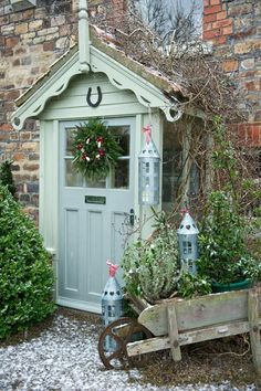 Country Homes & Interiors Magazine * BusyBee Cottage Front Doors, Cottage Porch, Cottage Homes, Cottage Front Garden, Cottage Hallway, Cottage Windows, Cottage Bedrooms, Small Bedrooms, Guest Bedrooms