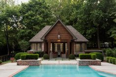 Discover 32 pool house ideas for your inspiration. Browse photos of traditional and modern pool house designs. A collection of houses with swimming pools. Barn Pool, Small Pool Houses, Tiny Houses, Pool House Interiors, Tumbleweed Tiny Homes, Pool House Designs, Beautiful Pools, Patio Seating, House Styles