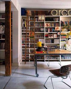 Высокий книжный стеллаж