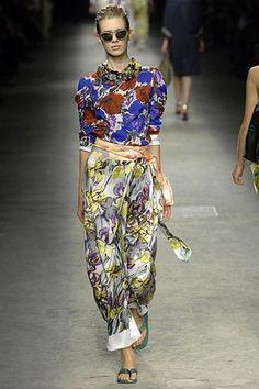 Dries Van Noten Spring 2008 Ready-to-Wear Fashion Show - Alyona Osmanova