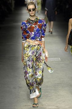 Dries Van Noten Spring 2008 Ready-to-Wear Fashion Show - Alyona Osmanova
