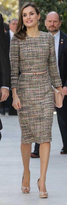 La Reina Letizia afronta con un vestido de tweed el día de la sentencia de la infanta Cristina e Iñaki Urdangarin.