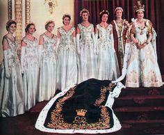 Queen Elizabeth II with her Coronation Maids of Honour 1953 Princess Elizabeth, Princess Margaret, Queen Elizabeth Ii, English Royal Family, British Royal Families, Casa Real, Royal Life, Royal House, Royal Queen