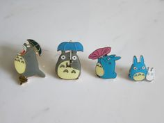 Totoro pins. Aww, I so want one!! :)
