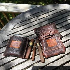 Matching set of Legendary Saxon American bison leather #cigar 🔥💨 carrier and drink flask. Personalized with heat branding 🔥🔥🔥. #madeinusa ⚒ #veteranmade #originaldesign #ruggedluxury #legendarysaxon #cigars #nowsmoking #nowdrinking #whiskey @cohibaofficial www.LegendarySaxo...