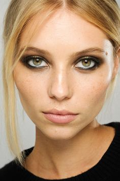metallic eyes, dewy summer skin