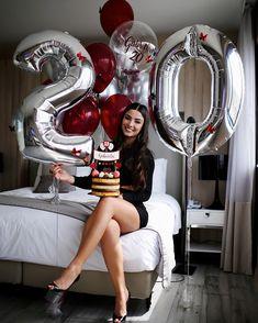 """""""aprendi que se aprende errando. que crescer não significa fazer aniversário. que o silêncio é a melhor resposta quando se ouve uma… 20 Birthday Cake, Happy 20th Birthday, Birthday Goals, 30th Birthday Parties, Birthday Balloons, Girl Birthday, Birthday Ideas, Cute Birthday Pictures, Birthday Photos"""