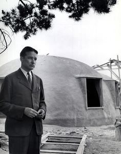 Wallace Neff at an Airform construction site. Courtesy: Huntington Library / No Nails, No Lumber: The Bubble Houses of Wallace Neff by Jeffrey Head. Spanish Revival, Spanish Style, University Of Los Angeles, Bubble House, Dome Structure, Litchfield Park, Low Cost Housing, Revival Architecture, Beautiful Architecture