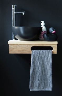 Love! ~ this would be great in the guest bathroom