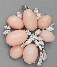 Brooch conch pearls