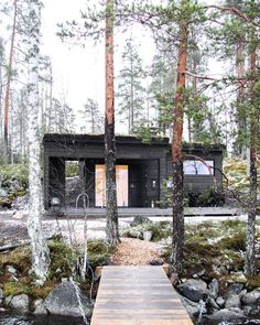 Sunhouse topped with a turf roof. Located near Tampere, Finland. Building contains sauna, dressing room and porch. Taste Of Nature, Tiny Cabins, Swedish House, The Great Escape, Mountain Homes, Sauna, New Home Designs, Prefab Homes, Modern Exterior