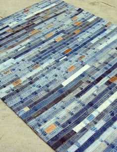 Recycled denim rug or a quilt Recycled Rugs, Sewing Crafts, Sewing Projects, Sewing Ideas, Denim Rug, Denim Quilts, Denim Ideas, Denim Crafts, Old Jeans